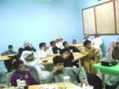 دورات تدريبية مسائية للطلاب واولياء امورهم بمدرسة الوزية .