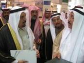 د. العنقري ونائبه  يزوران جناح جامعة الدمام بمعرض الجامعات الدولي .