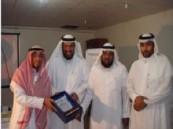 مدير تعليم بنات العلا يكرم المشرف التربوي ببنين الأحساء ( محمد العامر  )