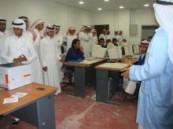 طلاب القارة الثانوية يقومون بزيارة للكلية التقنية .