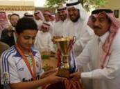 في ختام الجولة الرابعة من منافسات دوري البواسل لكرة القدم .. العامر  يسلم مدارس الكفاح المتوسطة كأس البطولة  والميدالية الذهبية .