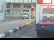 الدوريات الأمنية تلقي القبض على مخمور أثار الفوضى في شارع حرض بالرقيقة صباح اليوم .