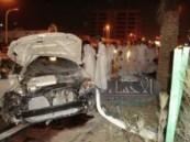السرعة الجنونية تقتلع عمود إنارة و نخله من جذورها على طريق الملك فهد بمدينة المبرز .