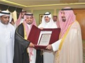 بمناسبة الصعود لدرجة الأولى … نائب أمير المنطقة الشرقية  يستقبل إدارة ولاعبي نادي الجيل
