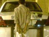 ارتدى قناعاً ليخفي به شخصيته : دوريات الأمن تضبط أحد اللصوص متلبساً أثناء سلبه أحد العمالة الوافدة بالرياض .