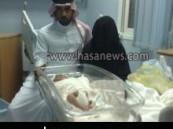 مواطنة تسهم في إحباط محاولة سيدة مجهولة إختطاف مولودها من مستشفى الولادة في محافظة الأحساء .