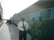 قطار ركاب يهشم سيارة دون وقوع إصابات