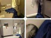 بالصور: طائرة كويتية تستخدم بطانيات وشراشف لسد فتحة في بابها