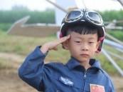 أصغر طيار في العالم .. عمره 5 سنوات!