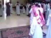 بالفيديو… خليجيٌّ يُسقِط سقف قاعة أفراح أثناء احتفاله بعرس صديقه