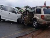 مصرع عائلة مصرية بأكملها وإصابة أفراد عائلة سعودية بعد تصادم سيارتيهما