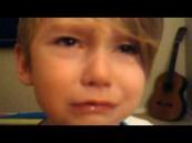 بالفيديو..طفل ينفجر باكياً بعد تفاجئه بتحديث الأيباد الخاص به