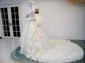 سعودية تظهر بفستان الفرح في عرس زوجها