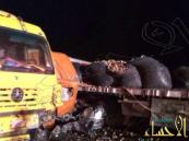بالصور … شاحنة تداهم المسعفين أثناء مباشرة حادث مروري
