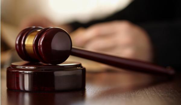 المحاكم تمنع المدين من السفر آلياً !