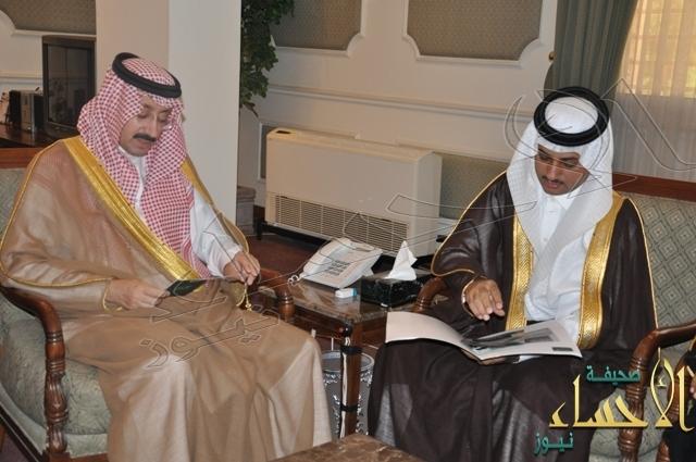 """الأمير بدر بن جلوي أثناء تدشين تطويرها : الأحساء نيوز """"  الأولى والرائدة إلكترونياً ."""