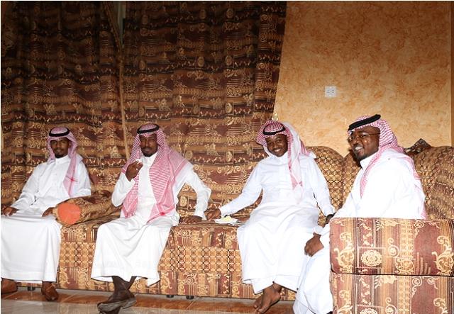 """بالصور… مجلس أسرة """"آل عبيد"""" يستقبل المهنئين و """"الأحساء نيوز"""" تتواجد"""