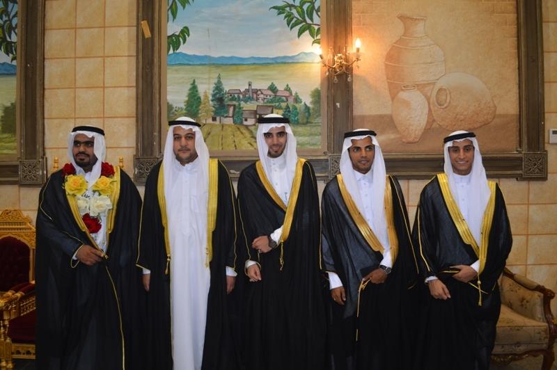 اسرتا العلي والعباد بالعمران تحتفلان بزفاف 5 من أبنائهما
