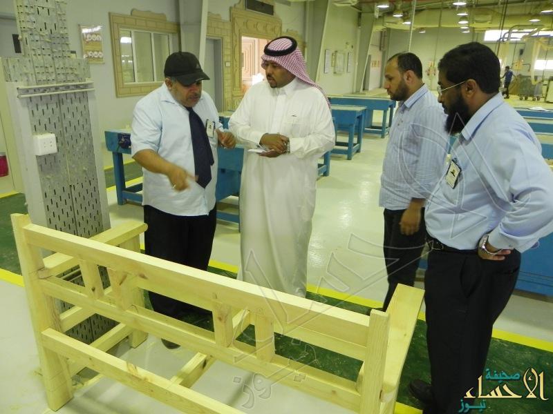 ضمن برنامج التدريب الإنتاجي صناعي الأحساء الثالث يصنع (14) كرسي شعبي