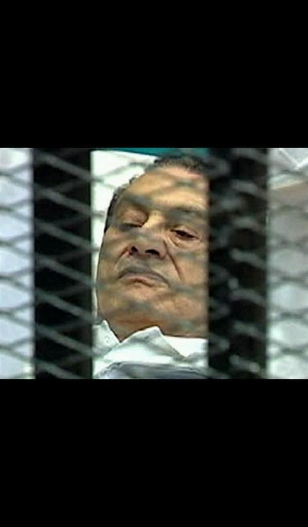 """في محاكمة القرن… براءة """"مبارك"""""""