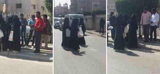 بالصور… ثانوية بنات تخرج طالباتها في الشارع لتقديم الهدايا للرجال