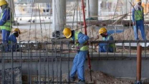قطر تطرد عمالاً أجانب اضربوا عن العمل