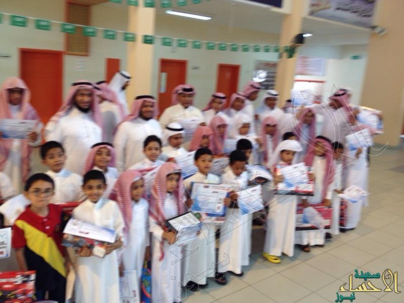 مدرستي الامام عبدالله بن عامر وابي موسى الاشعري تكرم طلابها المتفوقين