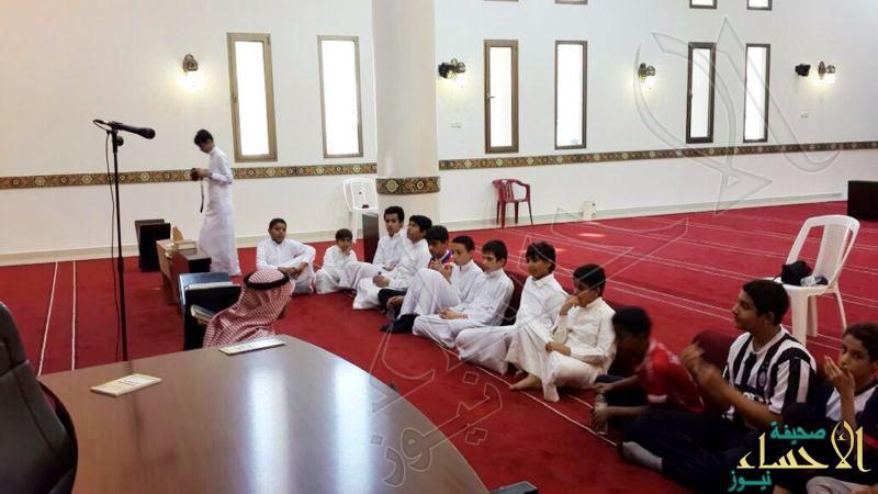 متوسطة الملك عبدالعزيز بالأحساء تنظم حملة نظافة للمساجد