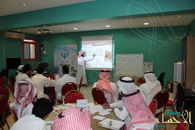 قوة التطوع في نادي الحي بمدرسة الإمام عاصم