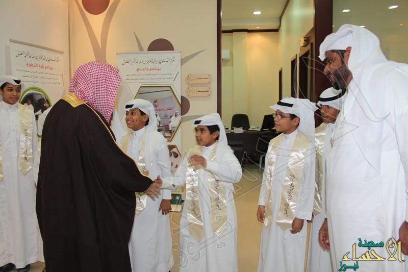 وفد من طلاب ثابت بن قيس يلتقون بالداعية الشيخ عائض القرني