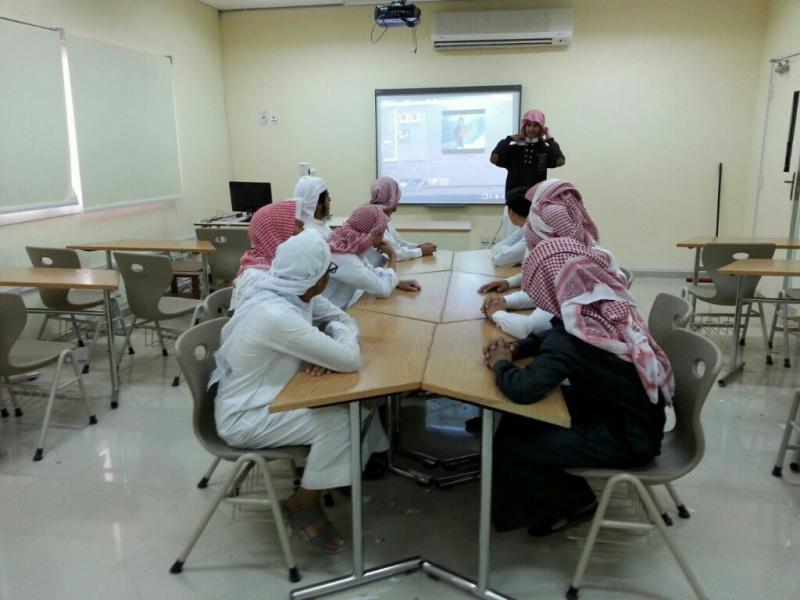 طالب بثانوية محاسن يقيم دورة تدريبية للطلاب (سوني فيغاس SONY VIGAS)