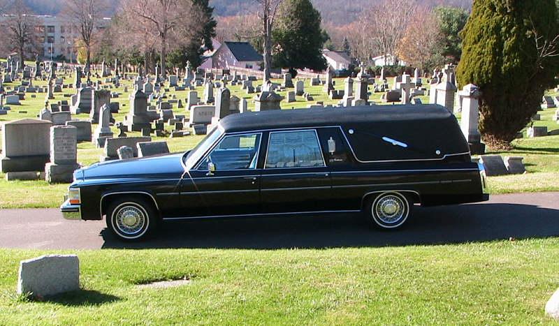 """استرالي يسرق سيارة نقل الموتى بـ""""الجثمان"""""""