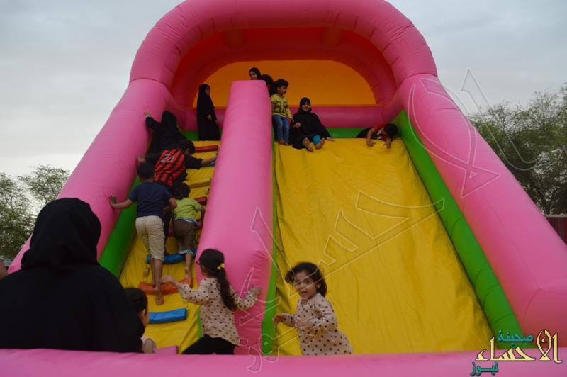 تحت زخات المطر … مهرجان الألعاب الشعبية يبهر زواره بالمفاجآت