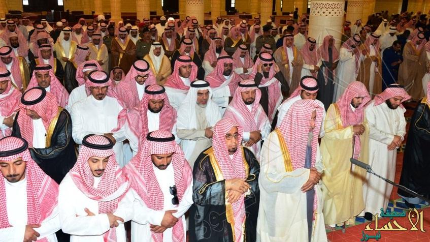 أمير الرياض يؤدي صلاة الميت على سمو الأمير خالد بن عبدالله بن ناصر الفرحان