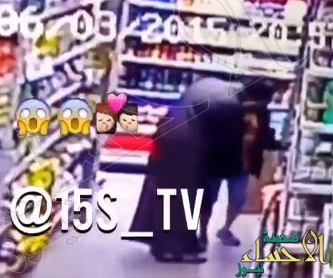 بالفيديو… كاميرات المراقبة توثق محاولة اعتداء شخص على طفل والتحرش به