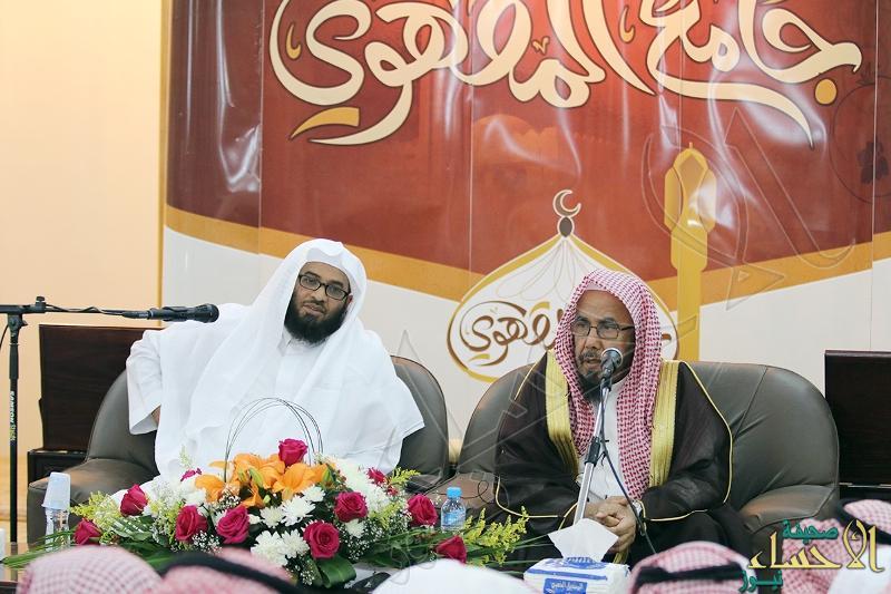 بالصور … الشيخ المطلق يؤكد على ضرورة حفظ القرآن والعمل به وتدبر معانيه