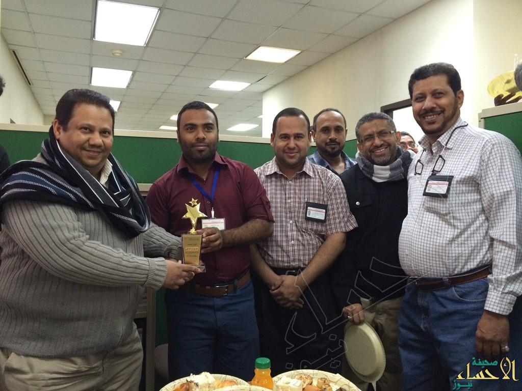 """عمر السلمي يُكرّم موظف العام 2014 بكهرباء """"الأحساء"""""""