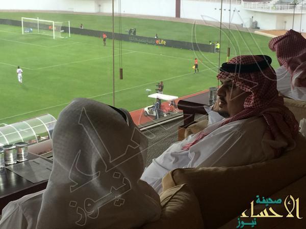 بالصور… عبدالرحمن بن مساعد يدعم سامي الجابر في الملعب
