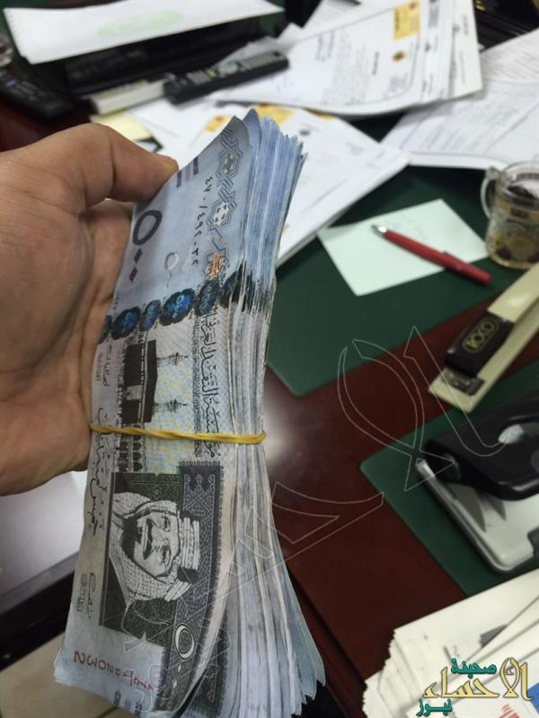 بالصور… الإطاحة بإفريقي يستخدم بودرة لتحويل الورق الأبيض إلى 500 ريال