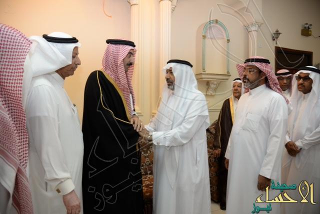 """بالصور… الأمير عبدالعزيز بن جلوي يعزي أسرتي """"البيطار"""" و """"الزيات"""""""