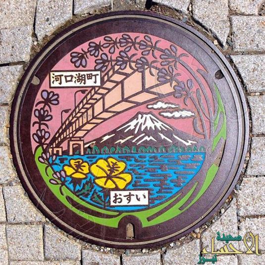 """بالصور.. كيف أبدعت اليابان في تمييز """"بالوعات الصرف"""" بتصميمات فنية"""