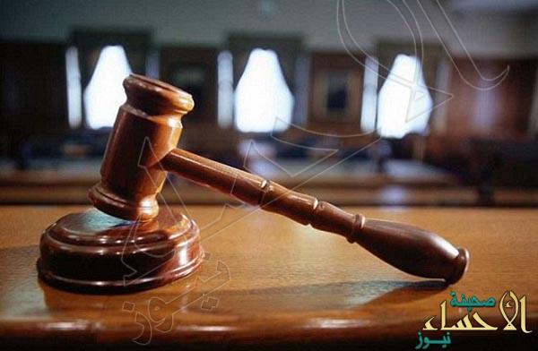 """هكذا تعاملت المحكمة مع """"أب"""" نسي طفليه بالسيارة فماتا !!"""