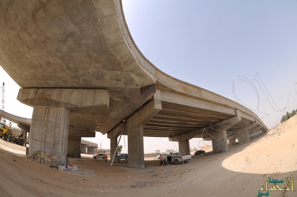 من مراحل انشاء جسر تقاطع طريق الملك فهد مع طريق عين نجم
