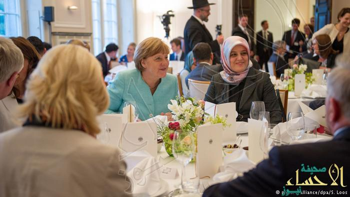 """بالصور.. لأول مرة منذ توليها السلطة ..""""ميركل"""" تشارك في مأدبة إفطار رمضانية"""