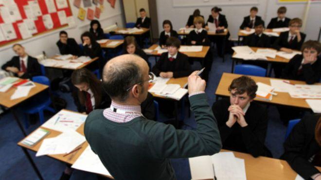 بريطانيا تحث مواطنيها على تعلم اللغة العربية