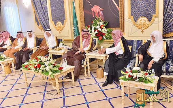 """بالصور.. ما الذى طلبه """"محمد بن نايف"""" من """"خالد الفيصل"""" أمام السعوديين"""