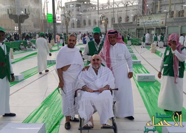 """بالصور.. خالد بن طلال يفطّر الصائمين بالحرم.. طلباً لشفاء ابنه """"الوليد"""""""