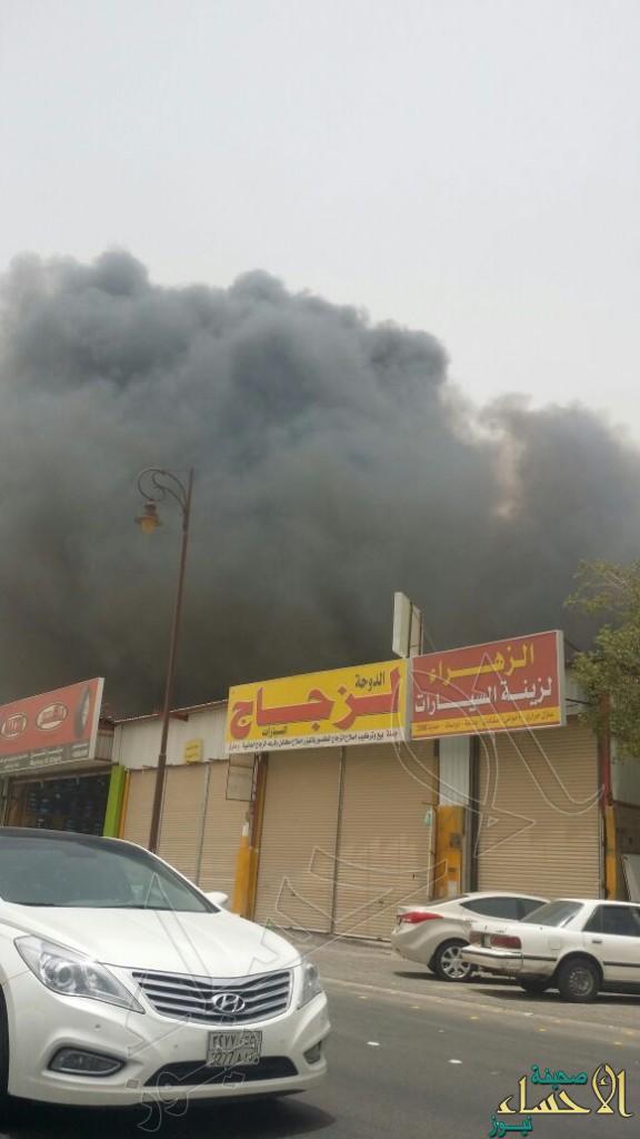 بالصور… الدفاع المدني يسطير على حريق بالشارع الملكي بالهفوف