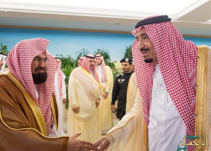 بالصور.. خادم الحرمين يصل مكة لقضاء ما تبقى من رمضان بجوار بيت الله الحرام