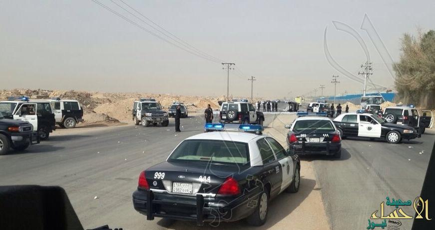بالصور… عمالة تعتدي على دوريتين أمنية شرق الرياض